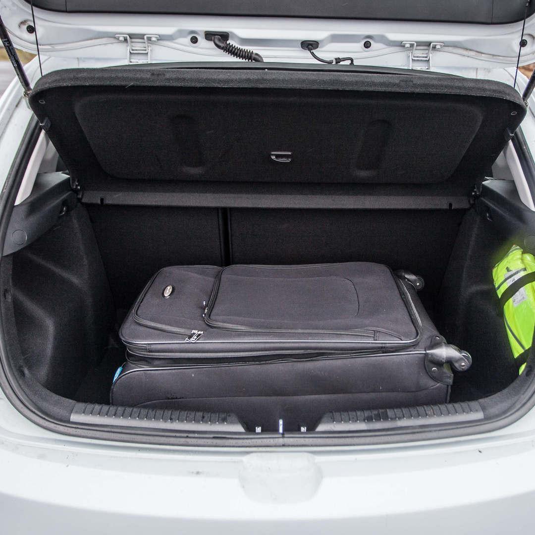 Kia Ceed / Toyota Auris 4 - Cars Iceland