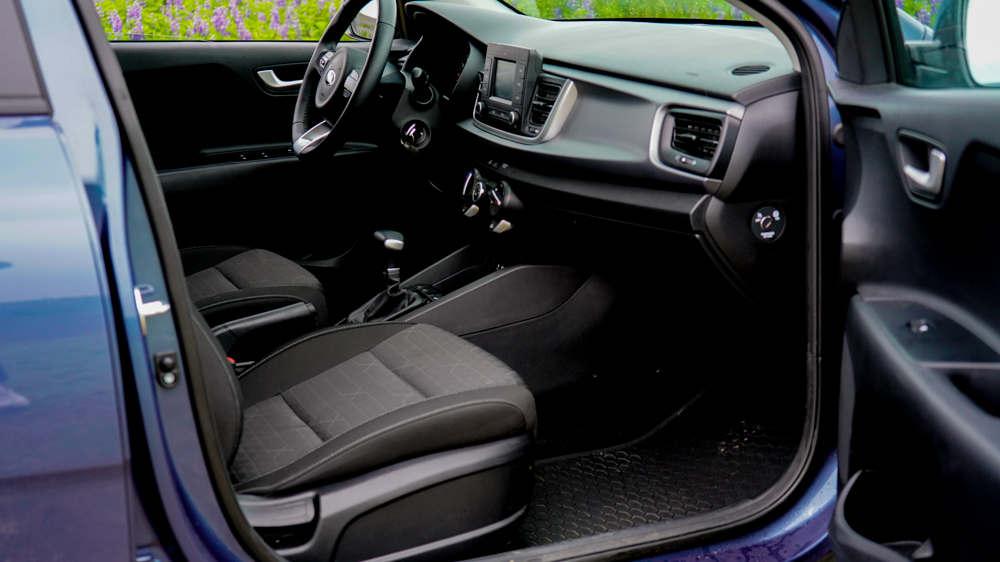 Kia Rio / Toyota Yaris 3 - Cars Iceland