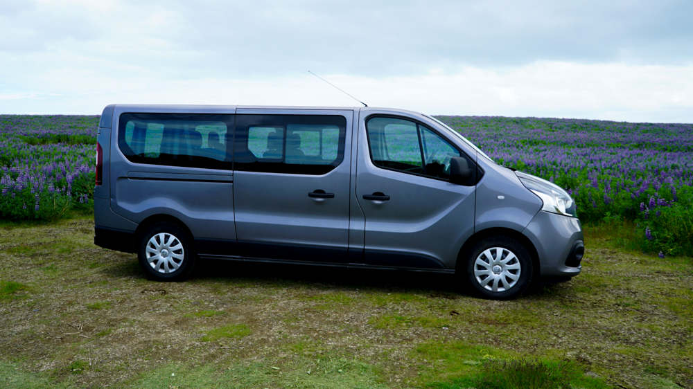 Renault Traffic 9-seater 1 - Cars Iceland