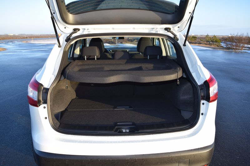 Nissan Qashqai 7 - Car Hire Iceland