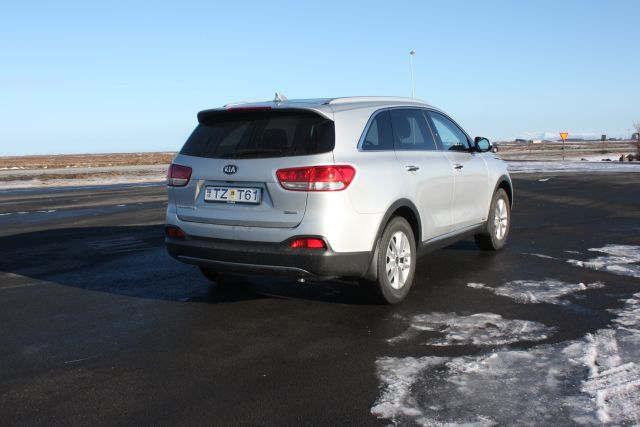 Kia Sorento 4x4 7-seater 3 - Cars Iceland