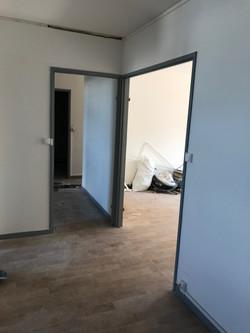 Entrée avant l'intervention pour l'aménagement et la décoration