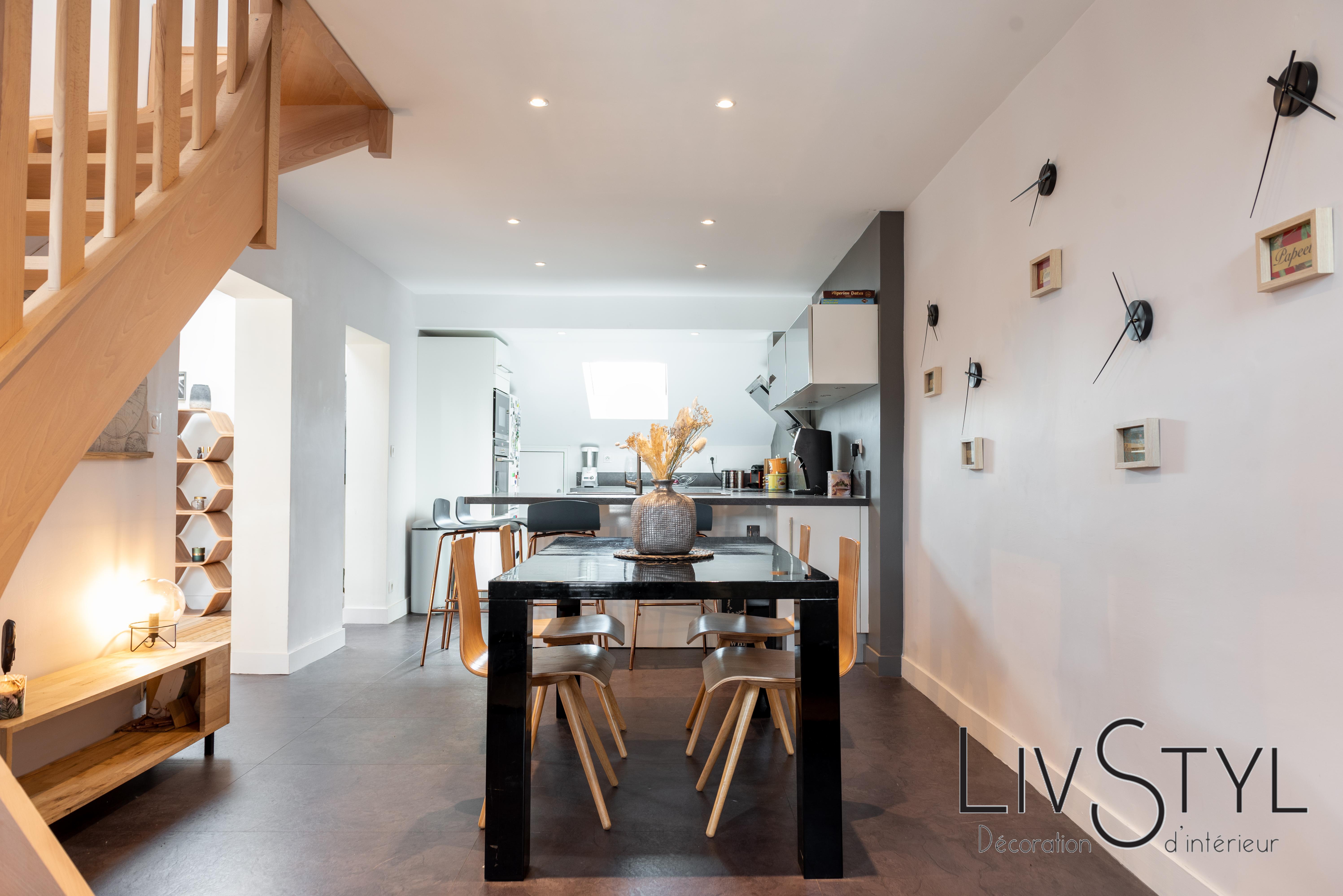 Décoration et agencement de la cuisine avec espace salle à manger
