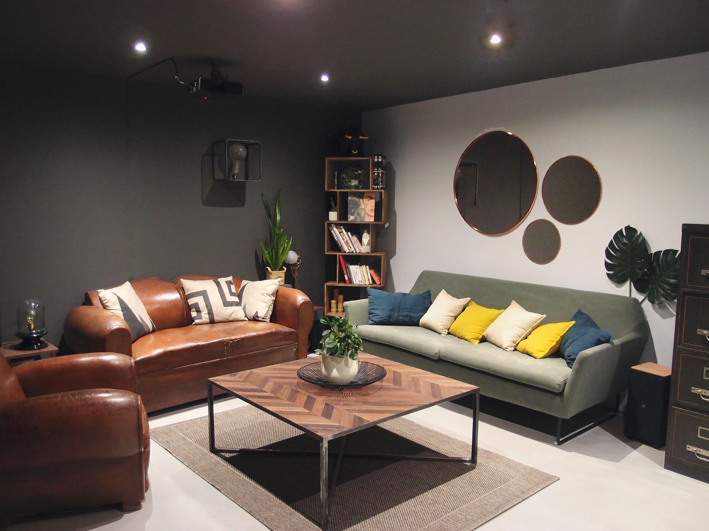 Vue d'ensemble du salon après intervention pour l'agencement et la décoration intérieure