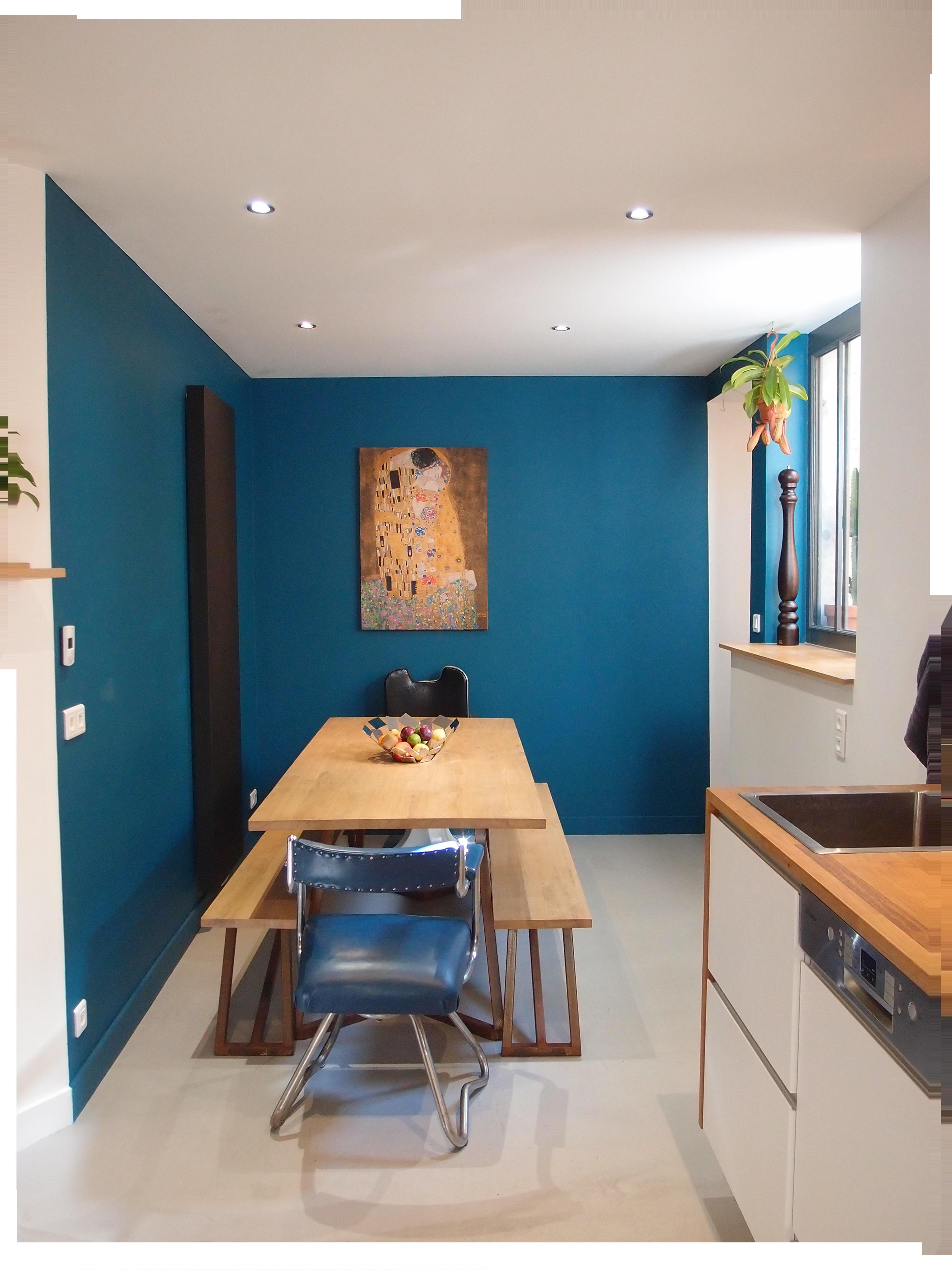 Cuisine avec espace repas suite réaménagement et nouvelle décoration intérieure