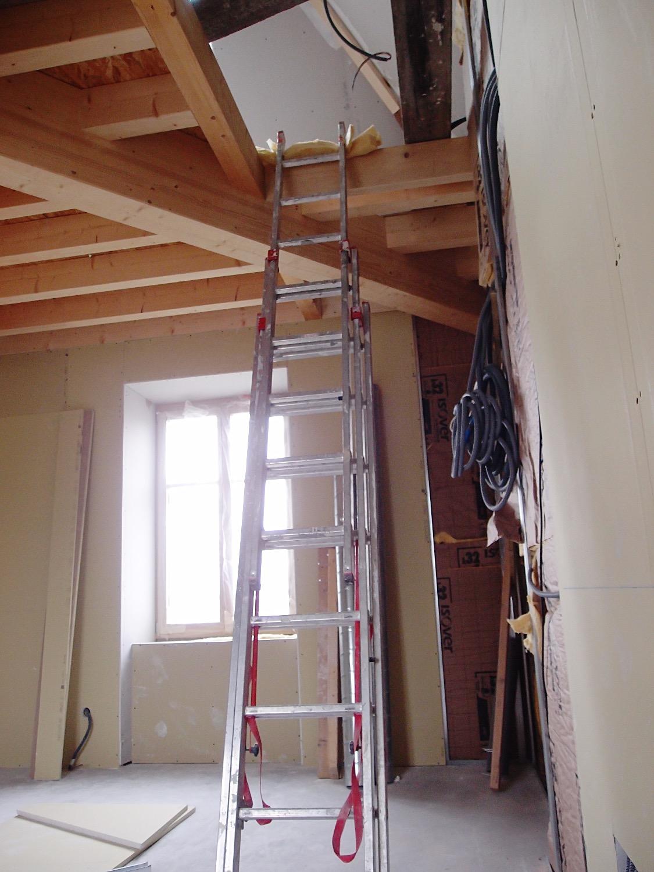 Travaux en cours pour la création d'une chambre sur deux niveaux
