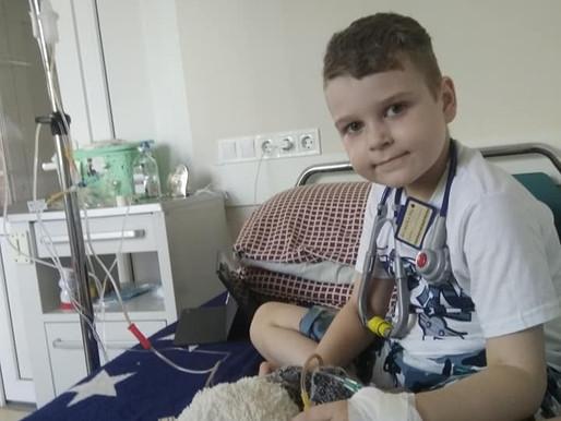 До Риму прибув 6-ти літній Дениско на лікування. Давайте допоможемо разом хлопчику не втратити шанс