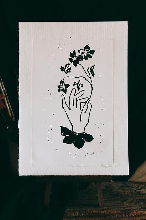 Main fleurie