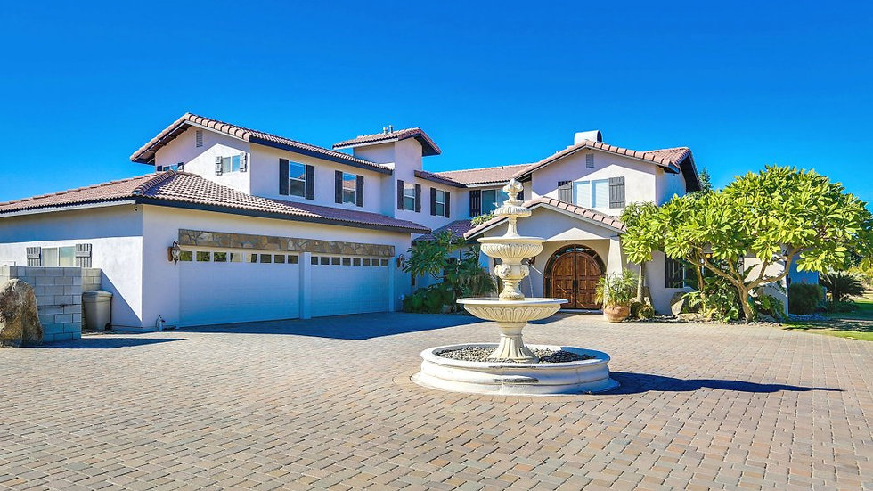 T10 Vista Lago Estate