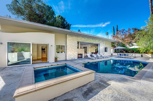 Hollywood Oasis