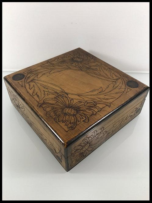 Arts Décoratifs - Jolie boite carrée