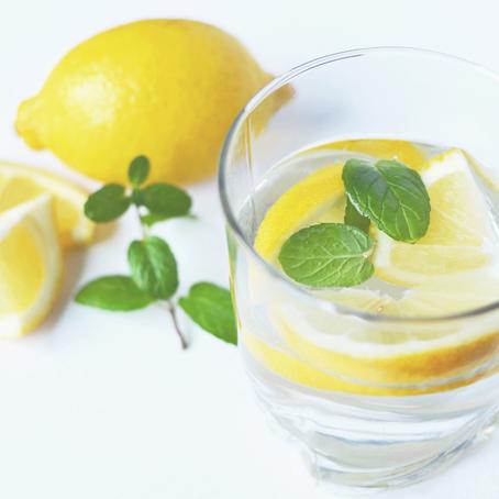 5 Benefícios da Água com Limão