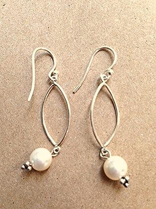 #1546  pearl earrings