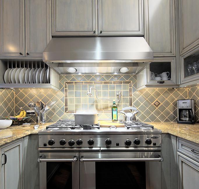 06 Kitchen LR.jpg