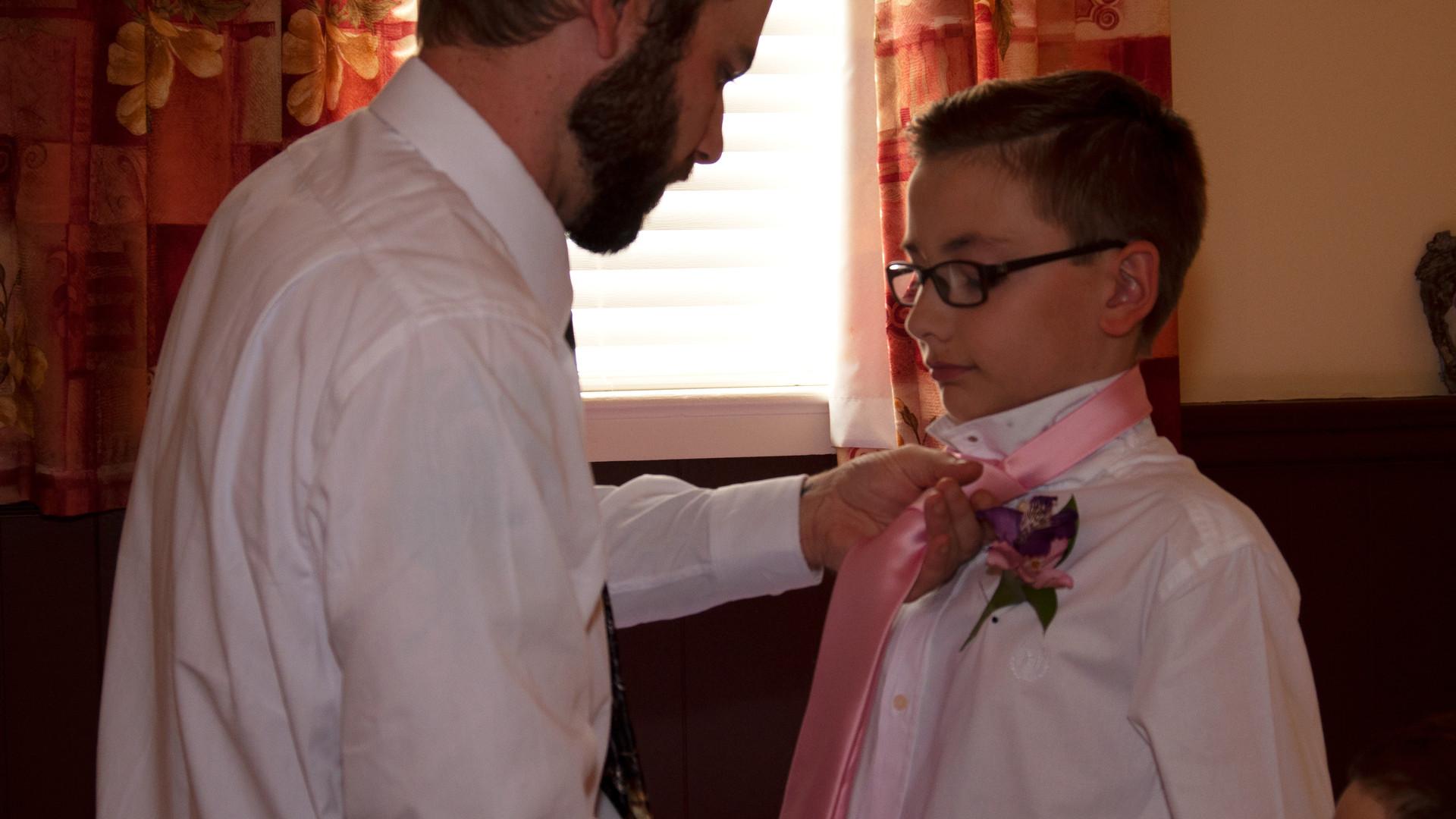 Groom Straighten Tie