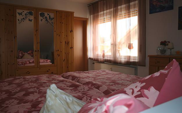 Schlafzimmer Rosenrot
