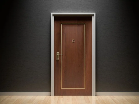 Oriente-se! Abra a Porta e Veja.