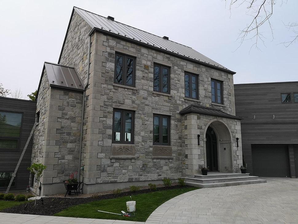 maison pierre naturelle style moderne adornetto