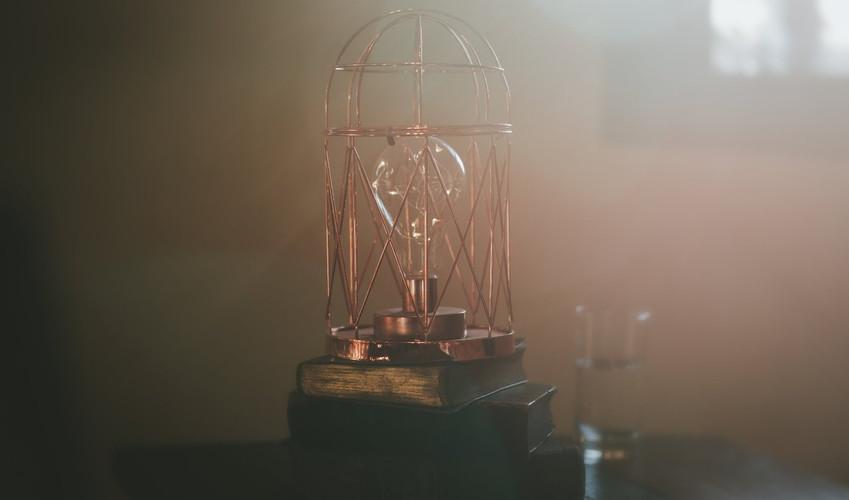 Lightbulb lantern