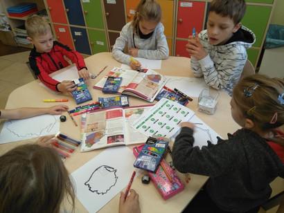 Praca z naszymi ozobotami - udział w projekcie Uczymy Dzieci Programować