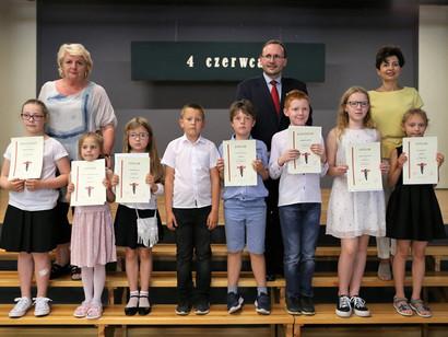"""Nasze uczennice laureatkami gminnego konkursu """"DEMOKRACJA"""""""