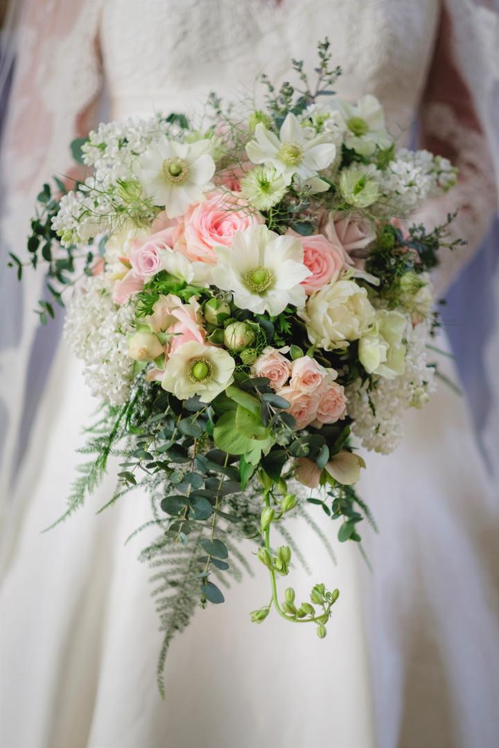 teardrop brides bouquet.jpg
