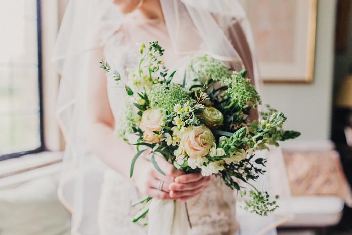 spring bouquet bride.jpg