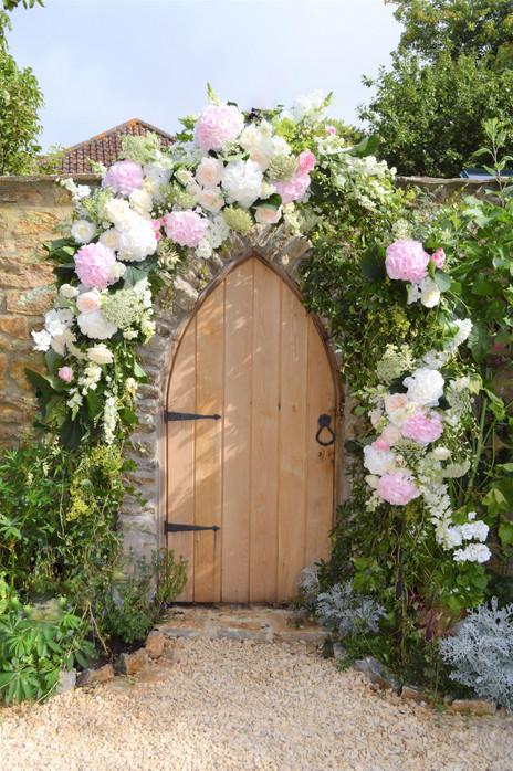 Wedding floral arch.jpg