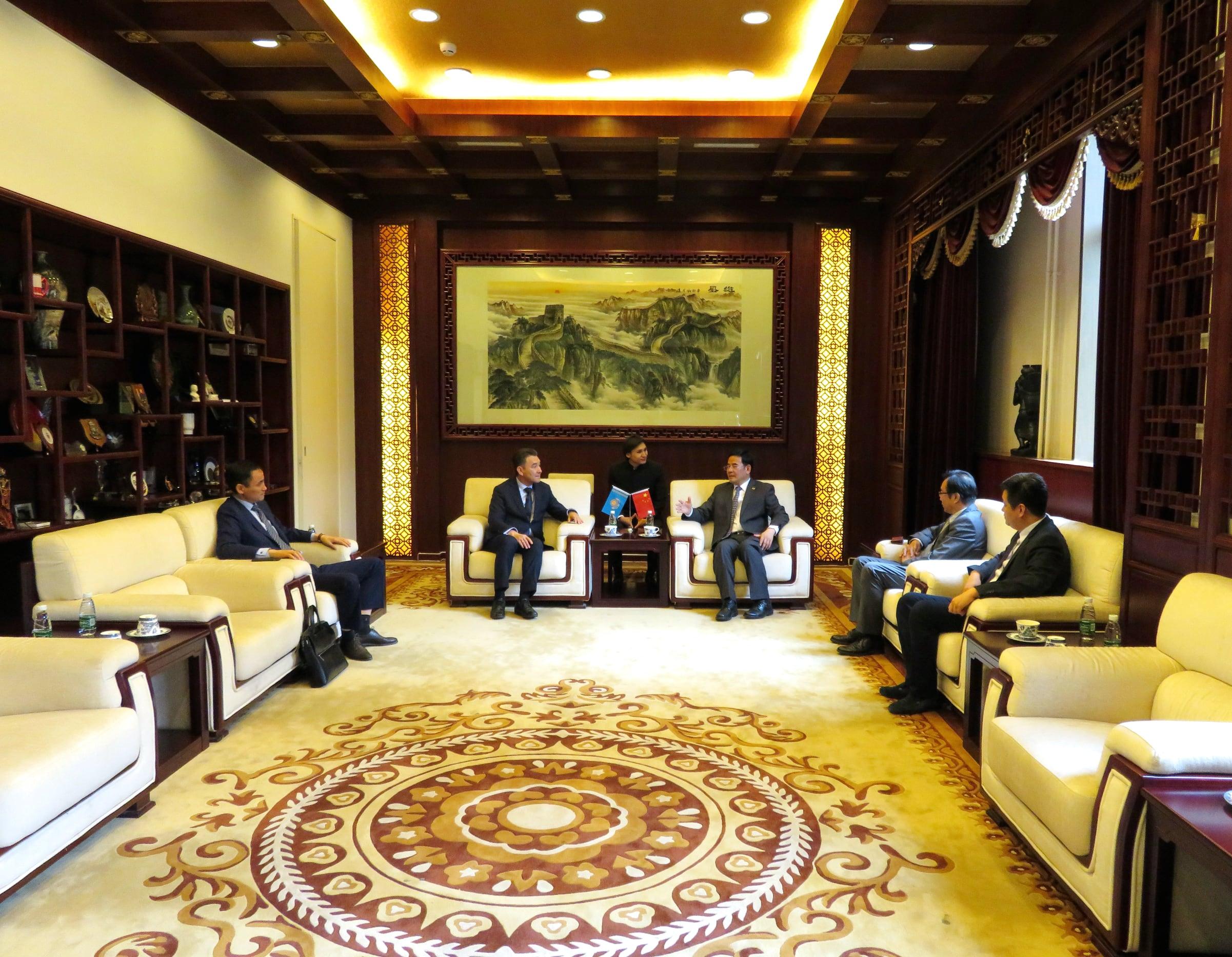 Встреча президента AIU и партесекретаря