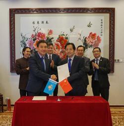Подписание соглашения между AIU и UIBE.j