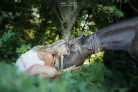 femme sauvage et cheval.jpg