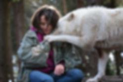 femme et loup.jpg