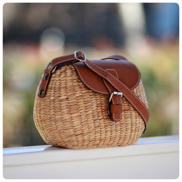 https://seaandgrass.com/collections/all/products/mini-tote-crossbody-straps