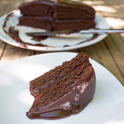 Healthy Chocolate Cake (free from refined sugar, gluten and animals)