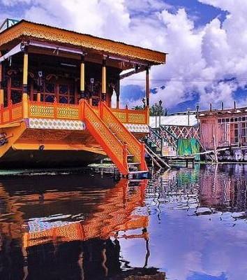 Spend a night on-board a houseboat Kashmir