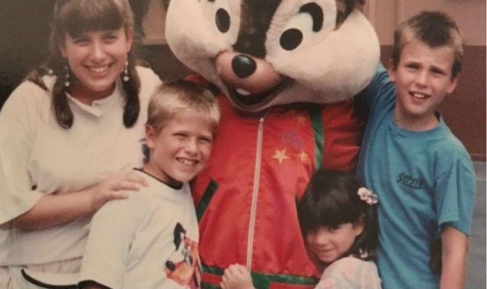 Chris-Evans-along-with-his-siblings.jpg