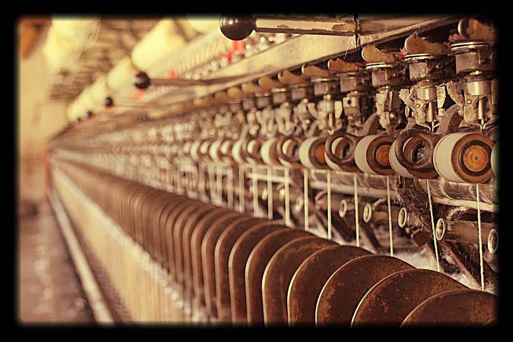 travail à l'atelier de couture Galon d'Ingres...