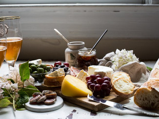 Top 5 Foods to Keep On Hand When Unexpected Guests Arrive