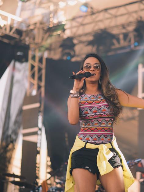 Thaína Cardoso