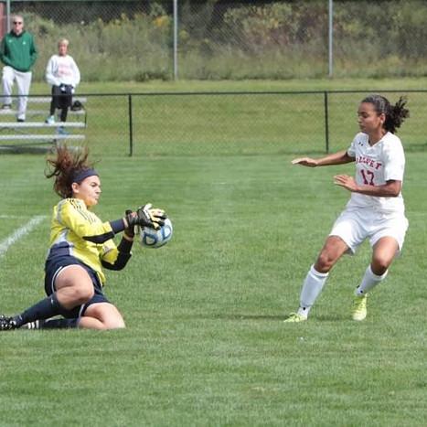 Isabelle Leon dodges defenses, leads Olivet to successful season