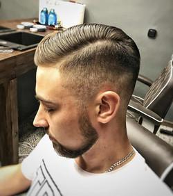 Trudne i wymagające męskie włosy