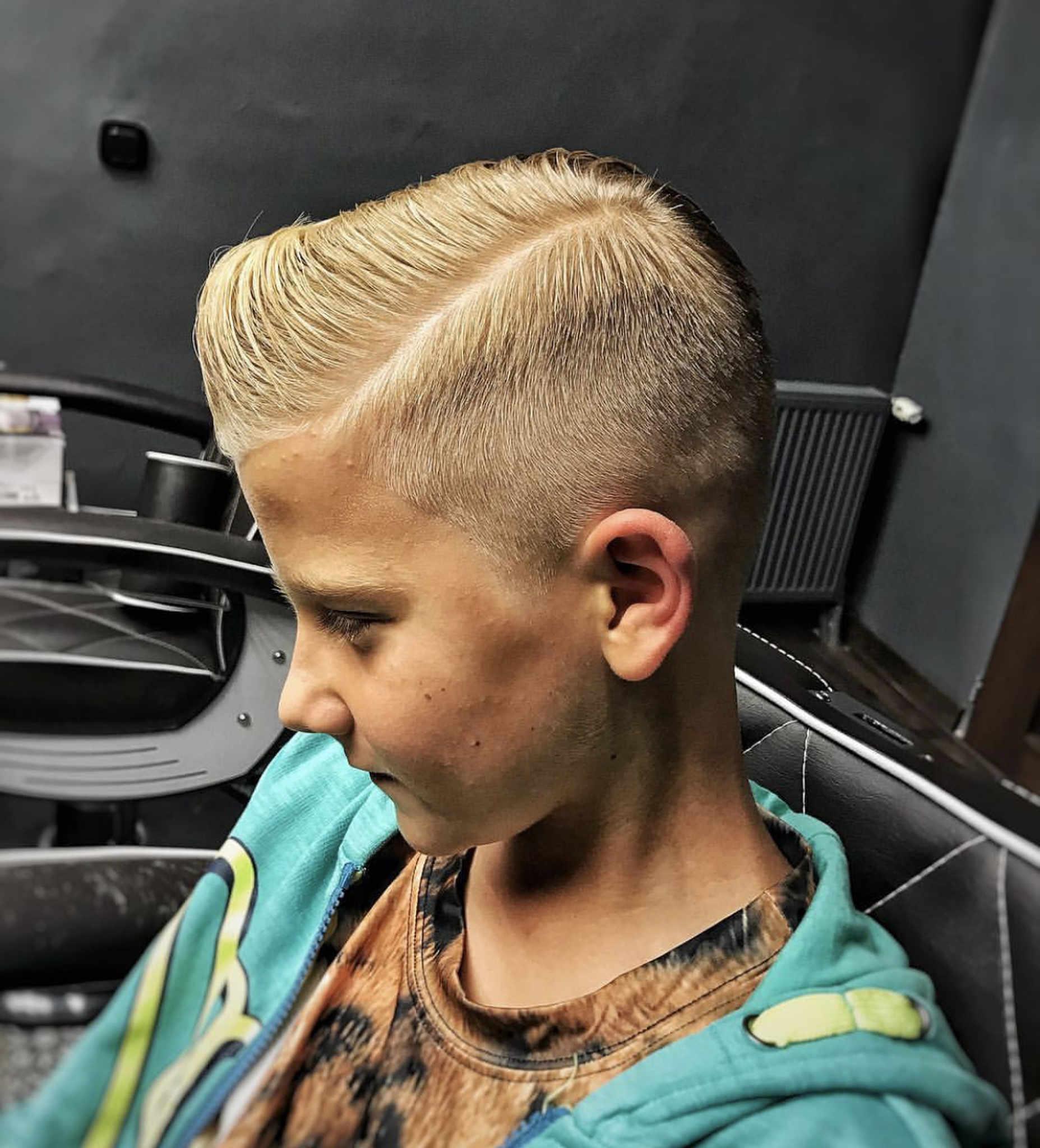 Delikatne, męskie blond włosy