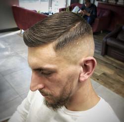 Łatwa w utrzymaniu fryzura męska