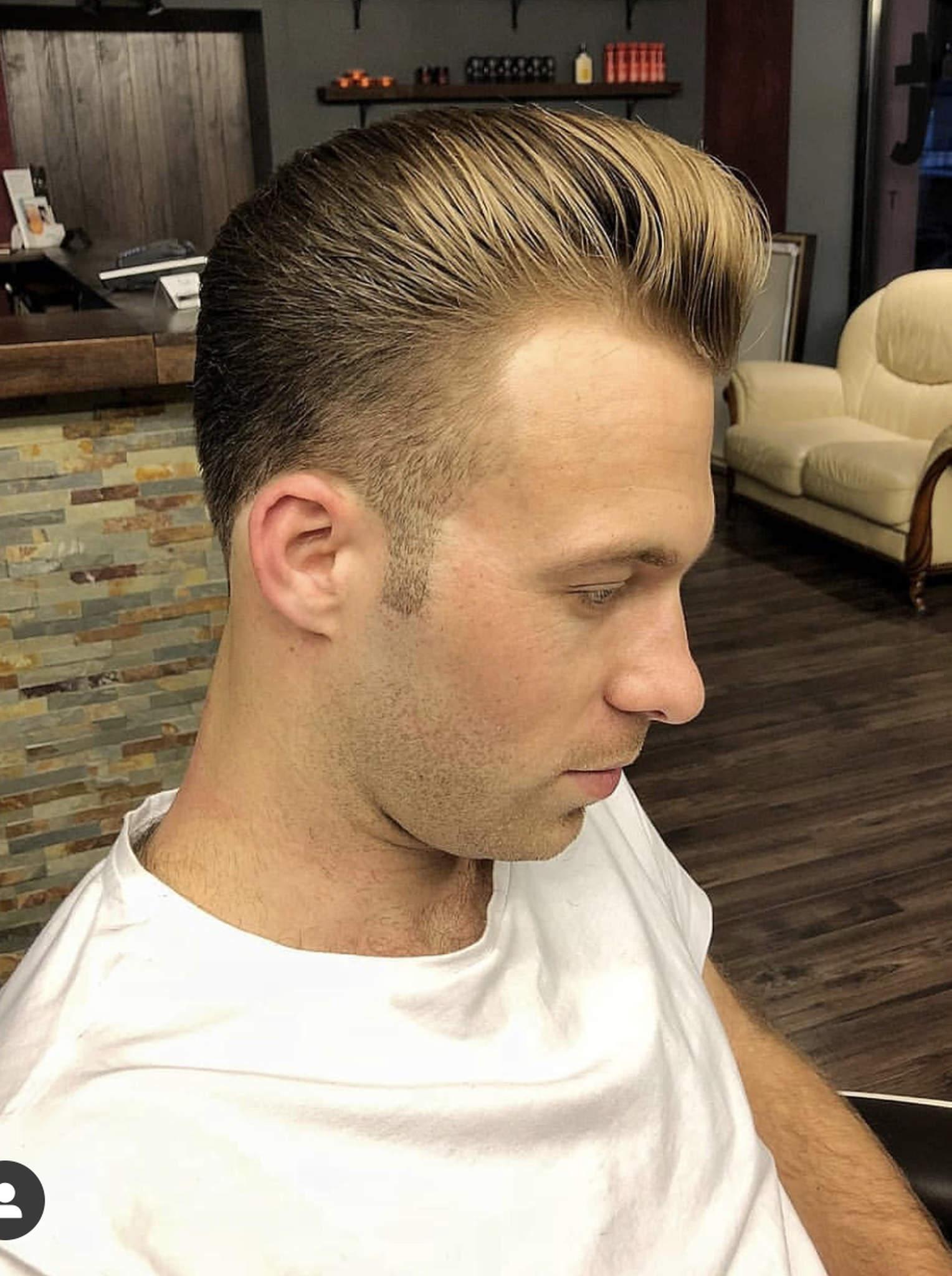 Modelowana, klasyczna fryzura męska