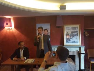 Serge Federbusch et Robert Ménard face aux parisiens et à la presse