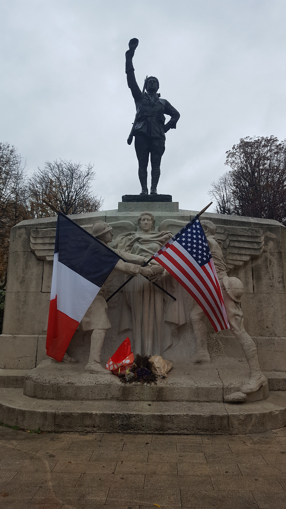 Jonas P. Photo statue