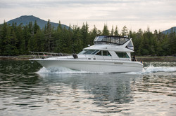 Tour yacht