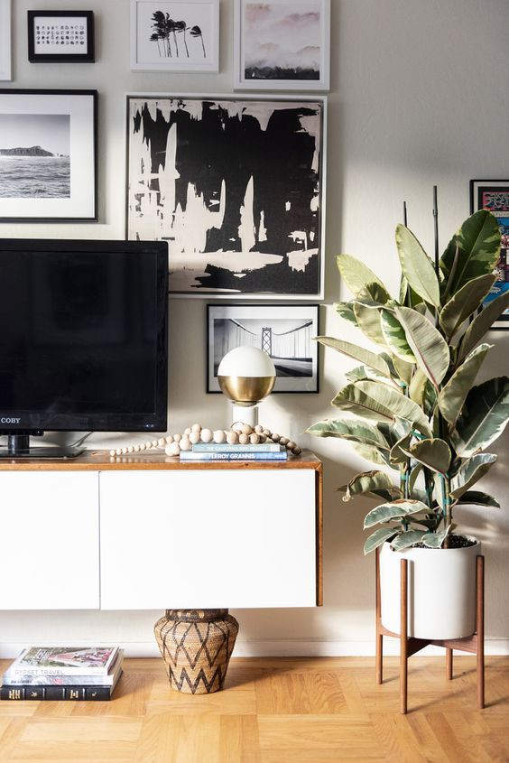 tv console styling, gallery wall, media console styling, Sun Soul Style Interiors