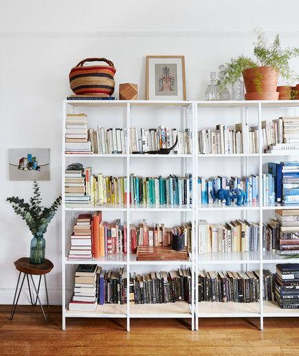 bookshelf styling tips colorful bookshelf shelfie styling