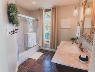 Kunze Room Bathroom